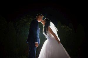 plener ślubny w nocy