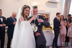 para młoda na seli weselnej w Łochowie
