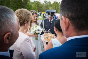 powitanie państwa młodych w Łochowie