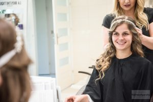 przygotowania ślubne u fryzjera