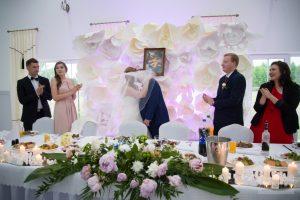 pierwszy pocałunek na sali weselnej w Jadwiniewie