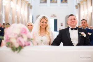 zdjęcie ślubne w bazylice w warszawie