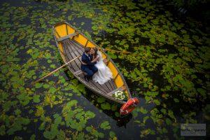 plener ślubny w łódce w wilanowie