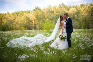 zdjęcia ślubne na łące w warszawie