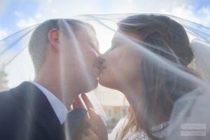 zdjęcie ślubne pod welonem