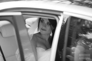 fotografie ślubne w samochodzie