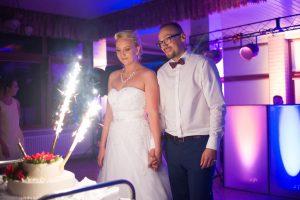 tort weselny i państwo młodzi